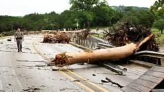 Teksasā un Oklahomā plūdos gājuši bojā trīs cilvēki; izpostītas simtiem māju