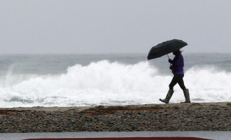 Pirmdienas rītā jūras piekrastē sola vētras spēka vēja brāzmas