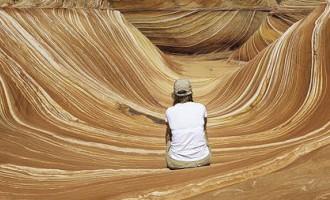 Foto: Viļņveida formas smilšakmens klintis, kuras apmeklē tikai loterijas uzvarētāji