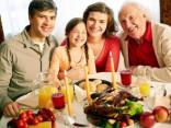 Eiropieši aizraujas ar Ziemassvētku maltīšu gatavošanu mājās
