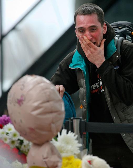 Cilvēki sēro par «Airbus A321-200» pasažieriem