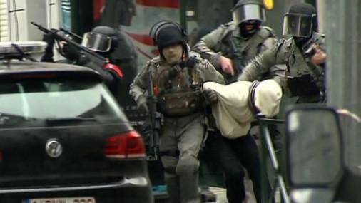 Parīzes slaktiņa organizētāja Salaha Abdeslama aizturēšana Briselē