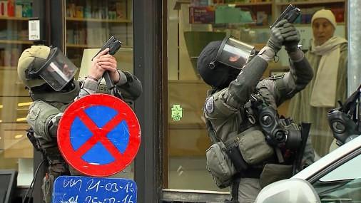 Reids Briselē, lai aizturētu aizdomās turamos par slaktiņa rīkošanu parīzē
