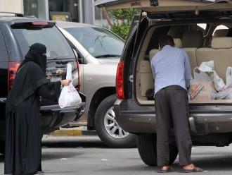 Saūda Arābijas reliģiskā policija piekauj britu, kas iepērkas pie «sieviešu kases»
