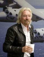 Brensons turpinās «Virgin» komerciālo kosmosa lidojumu programmu