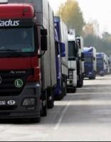 Terehovā rindā gaida vairāk nekā 300 kravas automašīnu