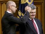 Ukrainas premjera amatā atkārtoti apstiprina Jaceņuku