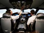 Pilotu arodslimība - ādas vēzis: ik dienu cepinās «dabīgajā solārijā»
