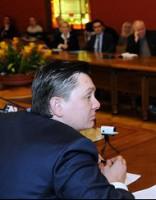Saeimas juristi sniedz niansētu atbildi par Kaimiņa tiesībām filmēt