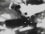 Pilots izglābjas, no lidmašīnas izšaujot milzu izpletni