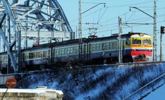 Vilciens pietur 300 metrus no stacijas ēkas. Kā paspēt noķert vilcienu?