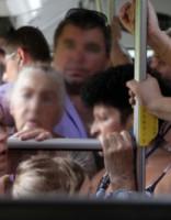 Autobusā uzdarbojas agresīvs pasažieris, bet šoferis nerīkojas