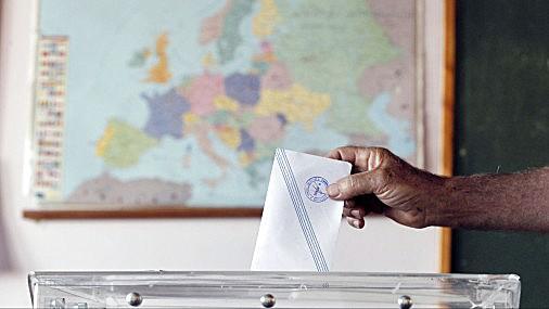 Grieķijā notiek referendums par starptautisko kreditoru glābšanas programmu