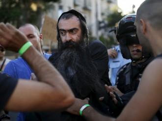 Jeruzalemē sadurti seši geju gājiena dalībnieki