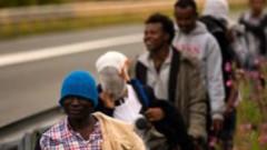Pie valdības ēkas protestēs pret bēgļu uzņemšanu Latvijā