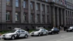 Vairāki cilvēki pie valdības protestē pret iespējamo bēgļu uzņemšanu Latvijā