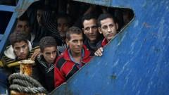 Pie valdības ēkas piketēs bēgļu uzņemšanas atbalstam