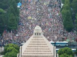 Tokijā plaši protesti pret armijas tiesību paplašināšanu
