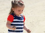 Papē kilometru no mājām aizklīdusi trīs gadus veca meitenīte