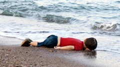 Noslīkušā sīriešu bērniņa ģimenes traģiskais dzīvesstāsts