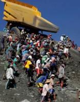 Kad nauda svarīgāka: raktuvju strādnieki Mjanmā riskē ar dzīvībām
