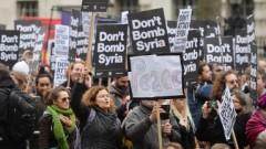 Londonā protestē pret iespējamo Lielbritānijas dalību cīņā pret «Islāma valsti» Sīrijā