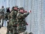 Kā sargās Eiropu: Maķedonijā top «pretimigrantu žogs»