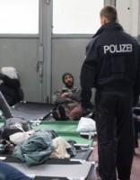 Vācijā izmeklē 60 patvēruma meklētāju saistību ar teroristiskiem grupējumiem