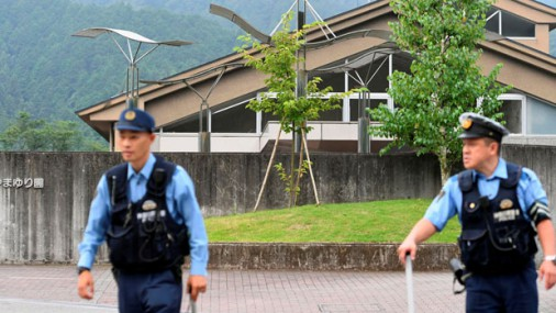 Japānā vīrietis ar nazi nogalina vismaz 19 invalīdus