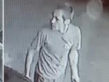 Šis vīrietis varētu būt apzadzis opeli; viņu meklē policija