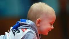 Anglijas tiesa Latvijas imigrantiem dzimušu bērnu nodod adopcijai britu pārim