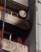 Vientuļa kundze gados dzīvoklī kurina ugunskurus; kaimiņi pārbijušies