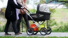 Nenoskaidrots autovadītājs uzbraucis zīdainim bērnu ratiņos