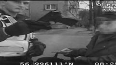 91 gadu vecs onkulītis pasta nodaļā saceļ traci, ierodoties pēc pensijas ar ieroci