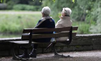 Anglijā ceļ trauksmi: vecu cilvēku vidū izplatās seksuāli transmisīvas slimības