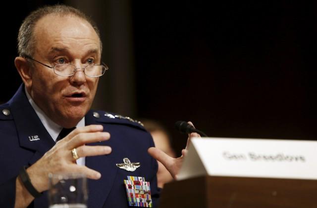ASV Eiropas spēku pavēlniecības komandieris ģenerālis Filips Brīdlovs