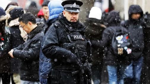 Viesstrādniece Lielbritānijā pasūtījusi Latvijas amatpersonas slepkavību