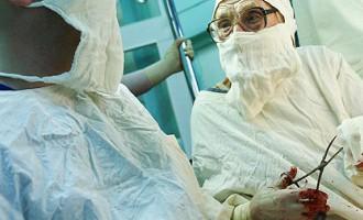 Vecākā ķirurģe Krievijā - 89 vecā Alla joprojām operē pacientus