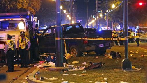 Ņūorleānā automašīna iebrauc karnevāla skatītāju pūlī, ievainojot 28 cilvēkus
