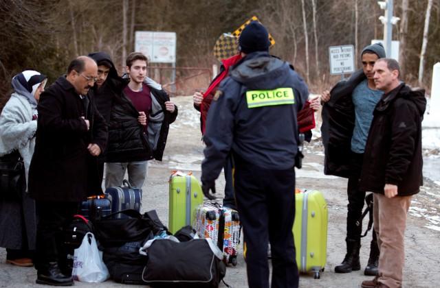 Nelegālie imigranti šķērso ASV - Kanādas robežu