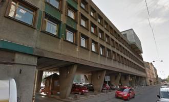 Daļa prokuratūras ēkas Rīgā Dzirnavu ielā - avārijas stāvoklī; darbs norit sporta zālē