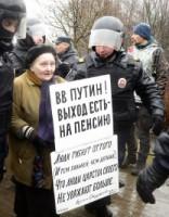 Sanktpēterburgā protesta akcijā pret Putinu aizturēti aptuveni 100 cilvēki