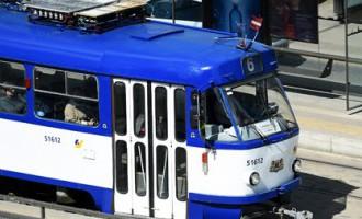 Lūdz izvērtēt «Saskaņas» priekšvēlēšanu aģitāciju sabiedriskā transporta monitoros