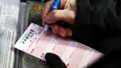 55 gadus veca kundze loterijās piedalās kopš 18 gadiem un beidzot laimē lielo laimestu