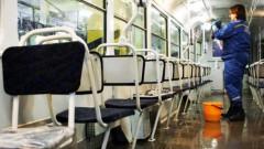 Cērmes un utis tramvajā nevar «noķert»: salons tiek dezinficēts