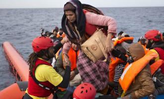Vidusjūrā izglābti 2200 migranti