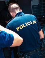 Atstādina policistus par pienākumu nepildīšanu - par kautiņa «izšķiršanu»