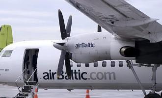 Traģikomiski! Otro reizi izsēdina no «airBaltic» lidmašīnas