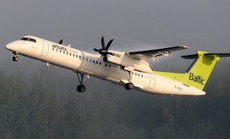 «AirBaltic» skaidro, kāpēc pasažierei otro reizi neatrodas vieta lidmašīnā