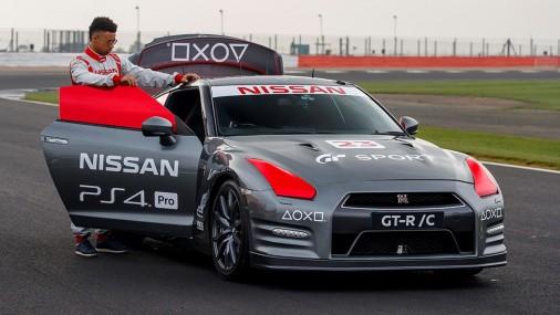 Tālvadības Nissan GT-R/C